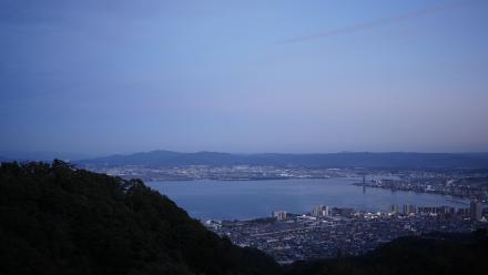 琵琶湖と大津市街の景色